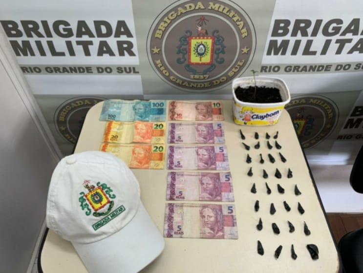 Brigada Militar apreende adolescente por tráfico de drogas em Farroupilha