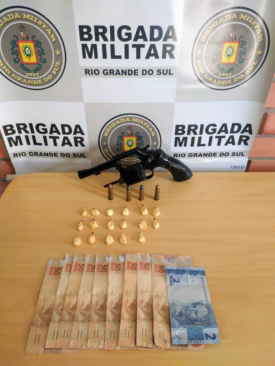 Brigada Militar prende homem por tráfico de drogas e porte ilegal de arma em Garibaldi
