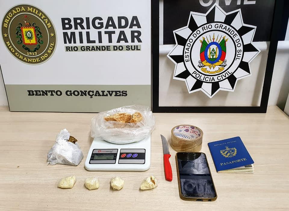 Polícia Civil e Brigada Militar prendem homem e apreendem drogas no Goretti em Bento