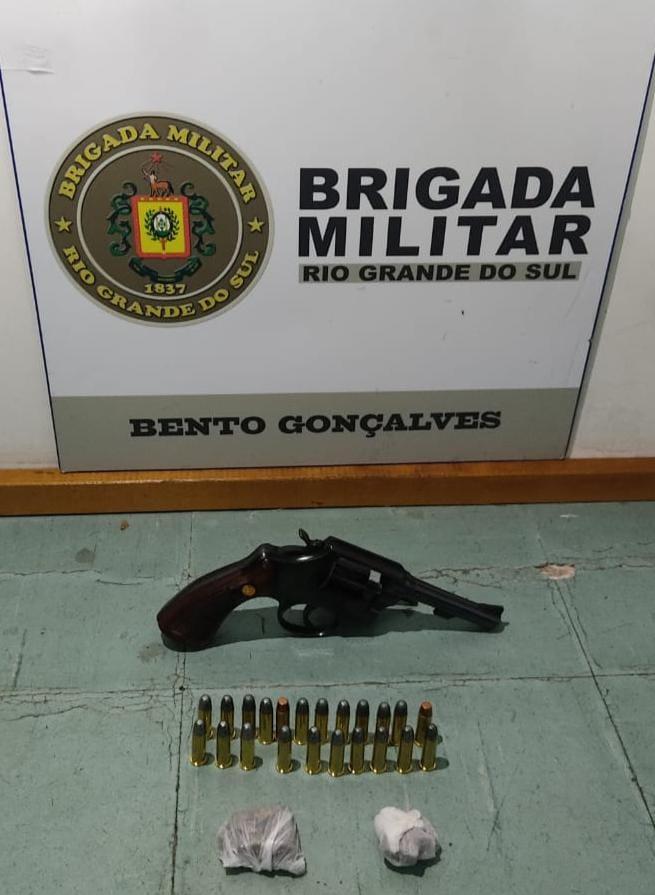 BM prende agressor de companheira com arma e drogas em Bento