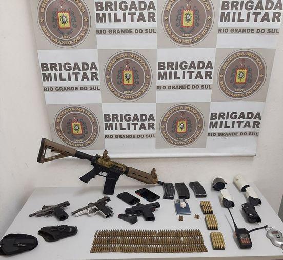 Fuzil, pistolas e farta quantidade de munições são apreendidos durante operação da BM em Caxias