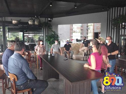 Empreendedores se reúnem para debater fechamento obrigatório as 20h em Bento