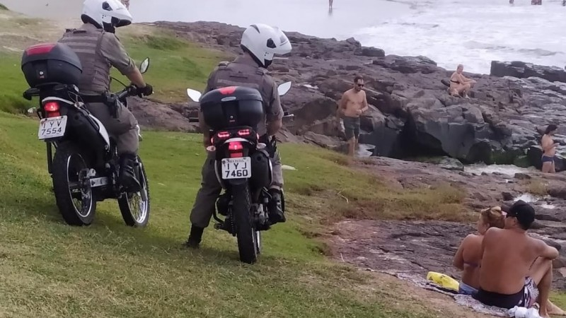 Com bandeira preta, Operação Te Cuida RS fiscaliza quase 800 locais entre sábado e a madrugada de domingo