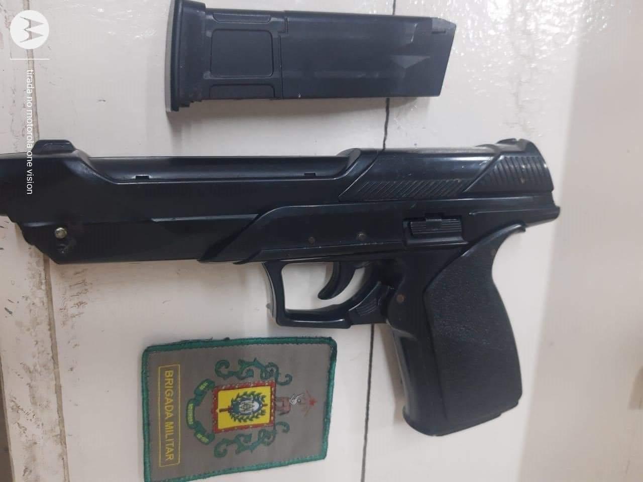 Homem que ostentava armas em redes sociais é detido pela BM em Canela