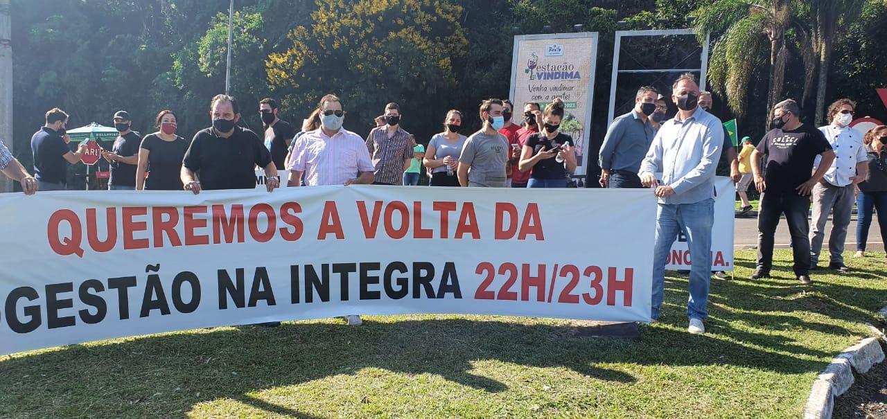 Bento: empreendedores do setor gastronômico fazem manifestação contra obrigatoriedade de fechamento as 20h