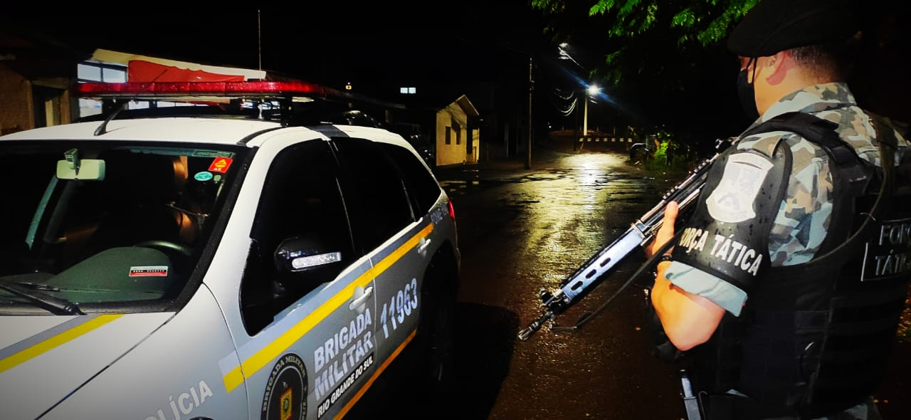 Força Tática da BM prende foragido durante fiscalização em bar