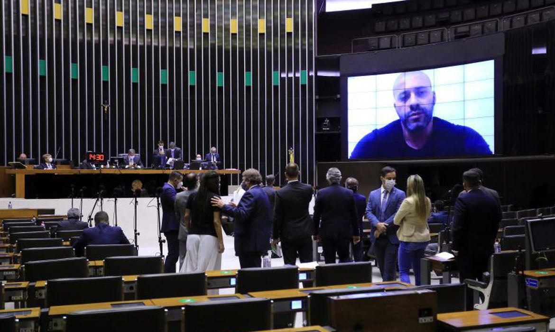 Câmara mantém prisão de deputado Daniel Silveira