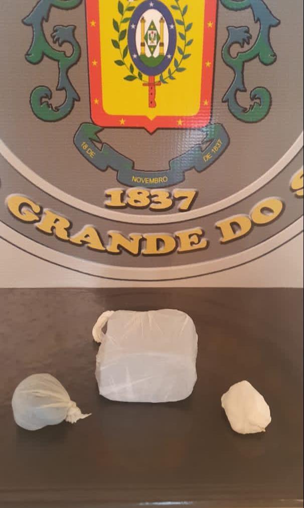 Força Tática da BM prende homem por tráfico de drogas em Guaporé