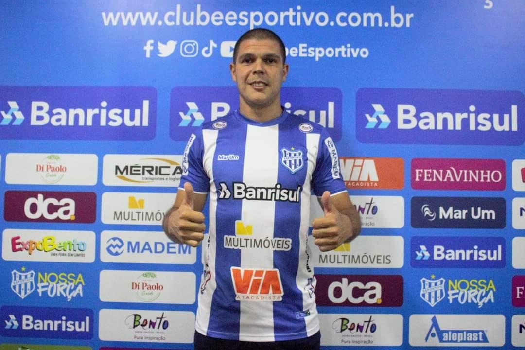Esportivo contrata zagueiro uruguaio Juan Sosa