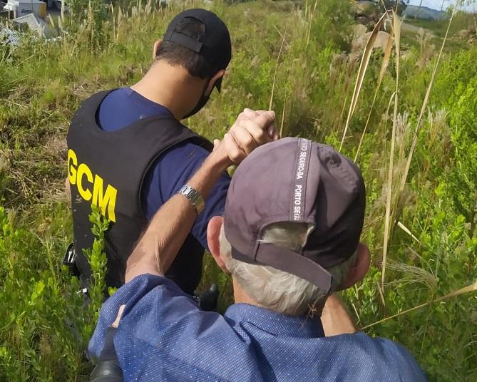 Guarda Civil Municipal resgata idoso perdido na mata no Licorsul, em Bento