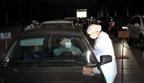 Idosos de 80 anos recebem a primeira dose da vacina em Bento