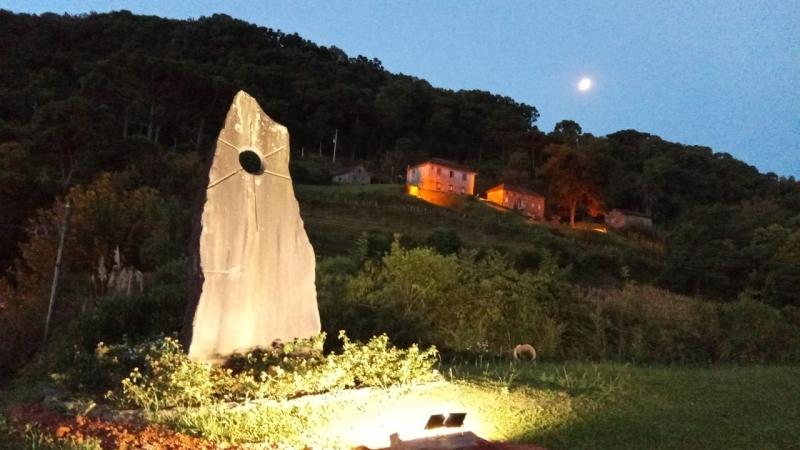 SEGIMU instala iluminação na Pedra do Sol, nos Caminhos de Pedra, em Bento