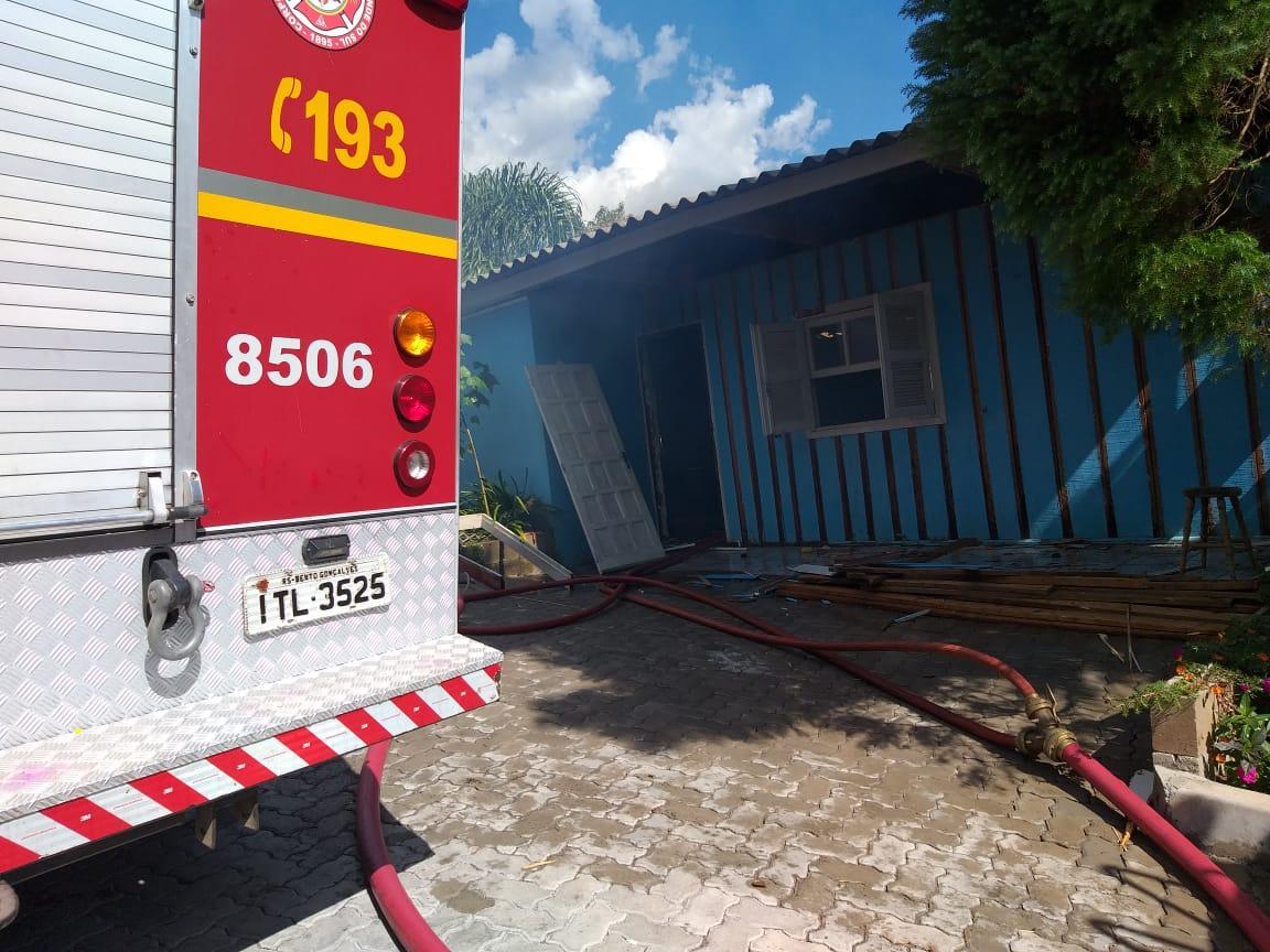 Residência sofre avarias com incêndio no interior de Bento