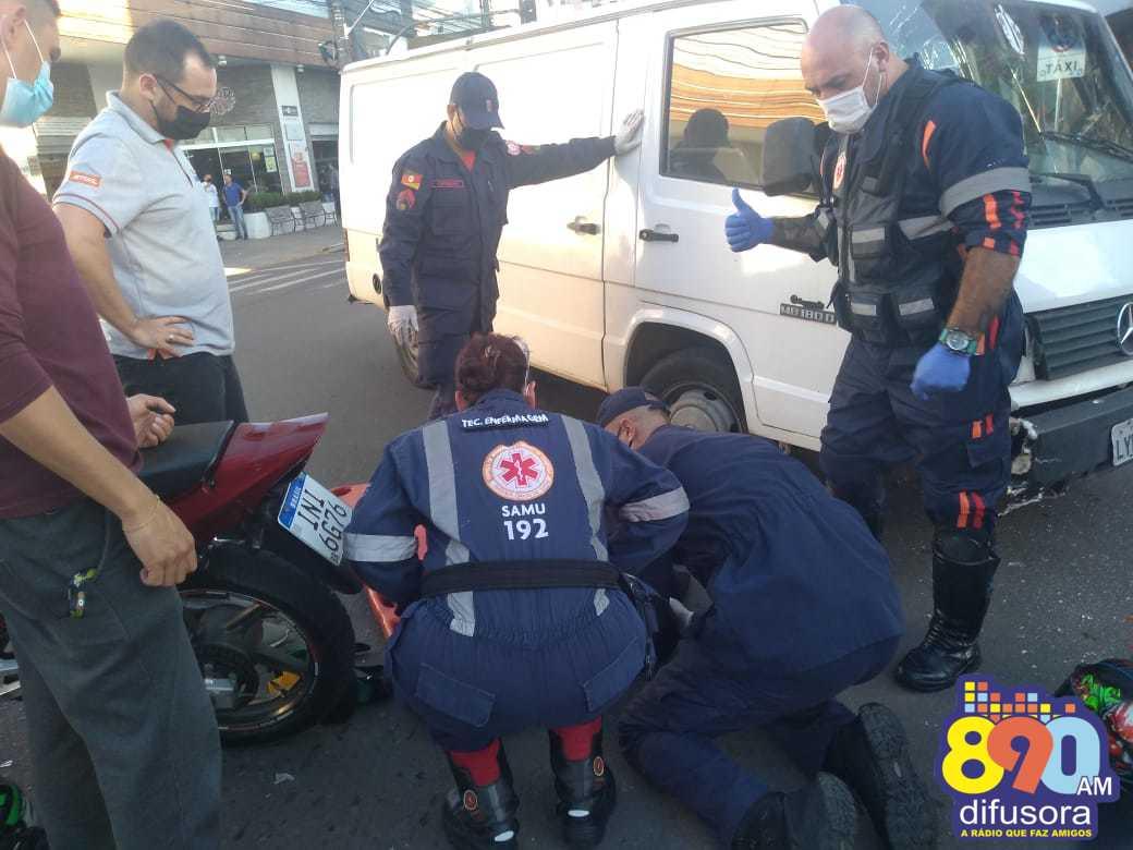 Acidente deixa motociclista ferido na Av. Osvaldo Aranha, em Bento