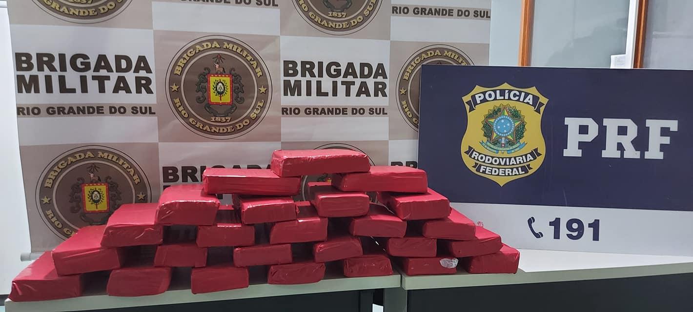Policiais Militares do 3º BRBM prendem homem com 20kg de maconha na RSC-453 em Garibaldi