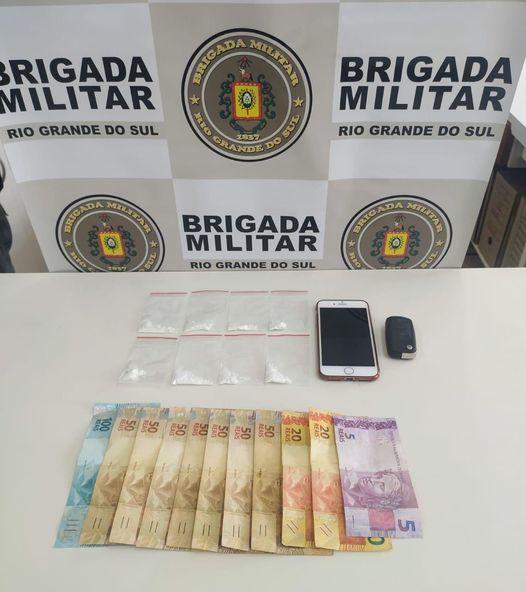 Brigada Militar prende homem com drogas em Carlos Barbosa