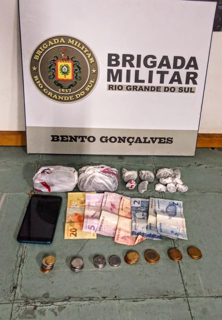Força Tática efetua prisão por tráfico de drogas no Cembranel em Bento