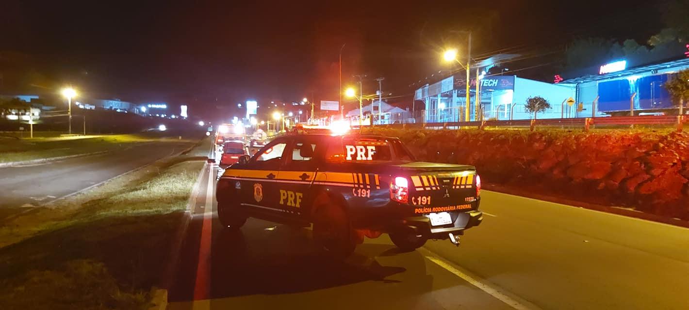 PRF prente trio e realiza apreensões na BR-470 em Garibaldi