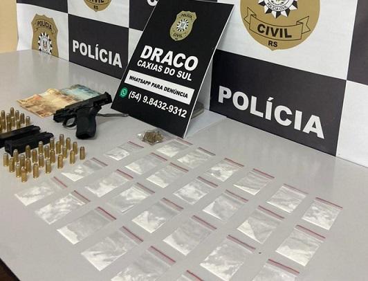 Homem é preso por tráfico de drogas e porte ilegal de arma de fogo em Caxias
