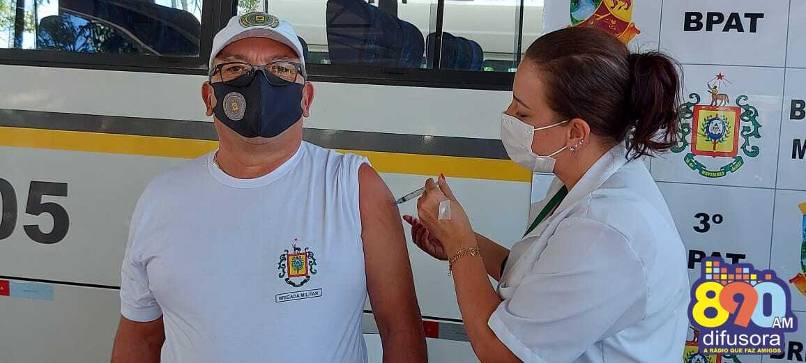 Policiais militares são vacinados contra o coronavírus em Bento Gonçalves