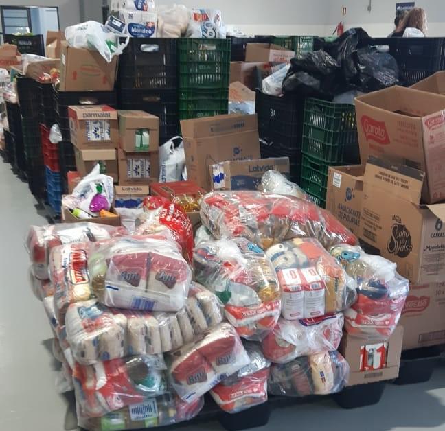Mais de nove toneladas de alimentos foram arrecadadas no Sábado de Aleluia, em Caxias