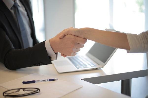 CDL-BG e Sicredi Serrana renovam parceria que oferece benefícios aos associados