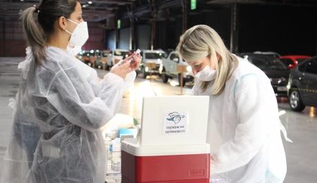 Vacinação para pessoas com 34 anos será realizada na sexta, em Bento