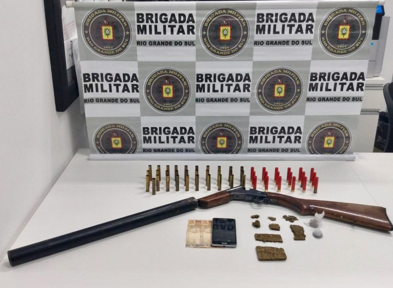 Dupla é presa por tráfico de drogas e posse irregular de arma em Nova Bassano