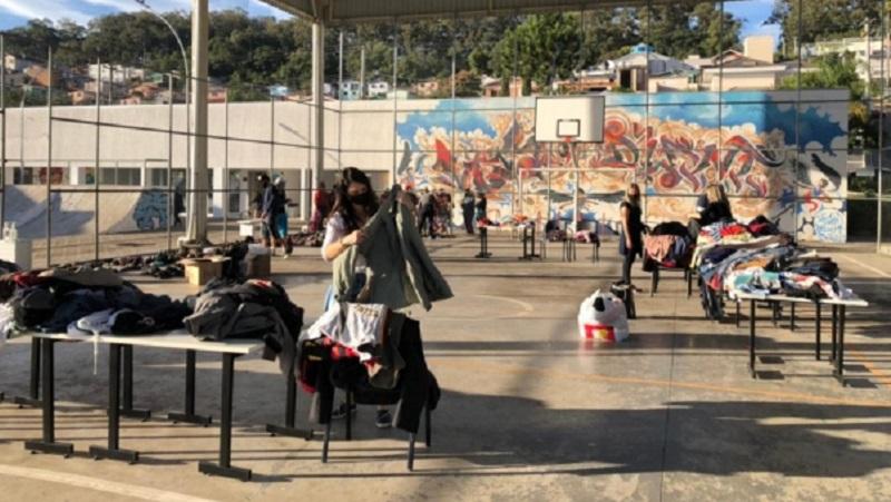 Bairro Ouro Verde, em Bento, recebe as primeiras doações da Campanha do Agasalho