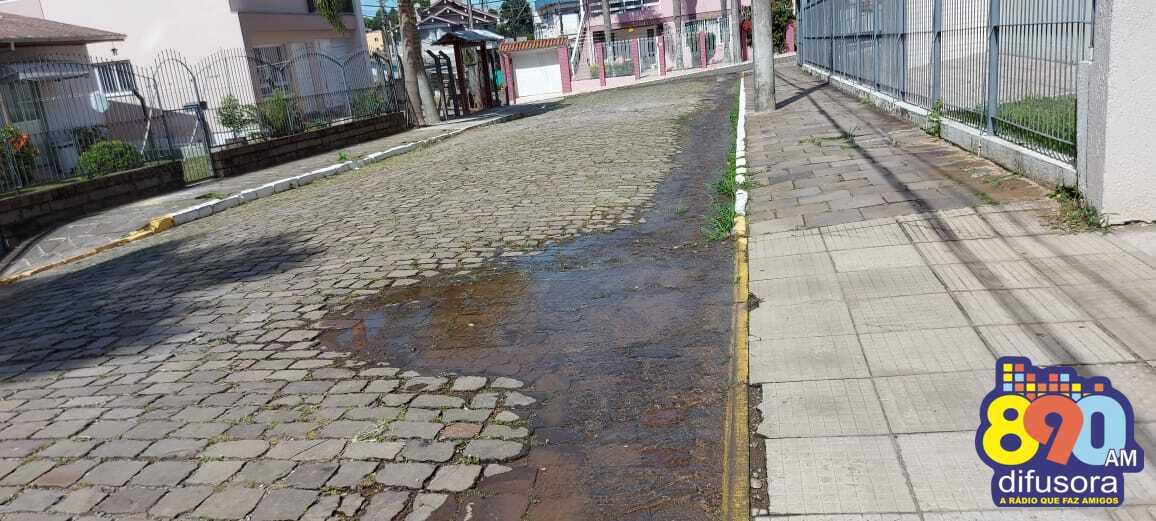 Moradores relatam vazamento de água no bairro Aparecida em Bento