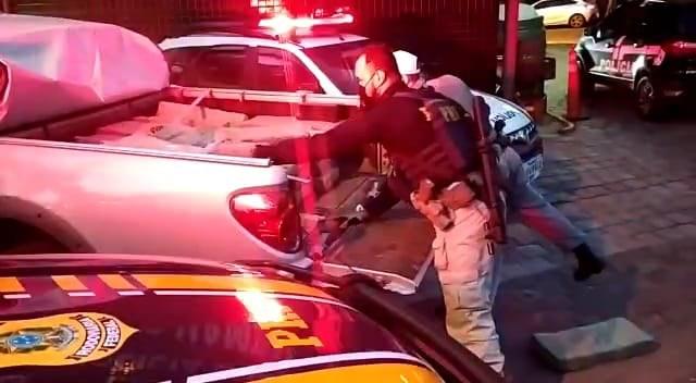 Meia tonelada de maconha: PRF prende traficante e apreende droga em caminhonete roubada