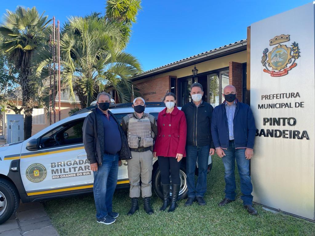 Município de Pinto Bandeira recebe nova viatura para Brigada Militar