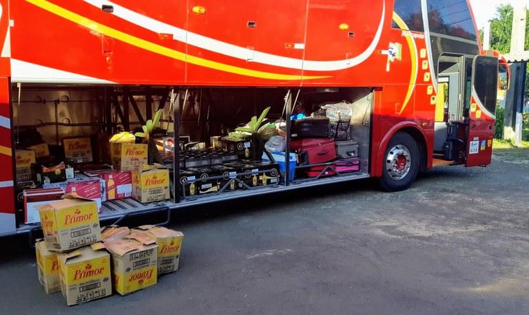 PRF apreende queijos e bebidas em ônibus que tinha como destino Caxias do Sul
