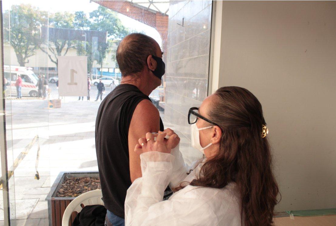 Vacinação para pessoas com comorbidades segue até este domingo em Bento