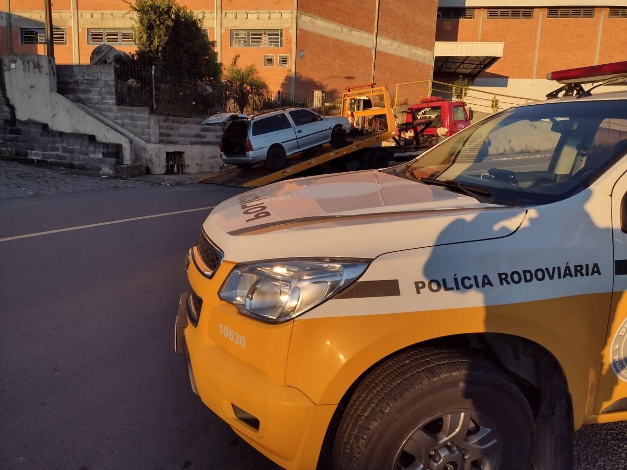 Veículo é apreendido e condutor autuado após fuga de abordagem em Garibaldi
