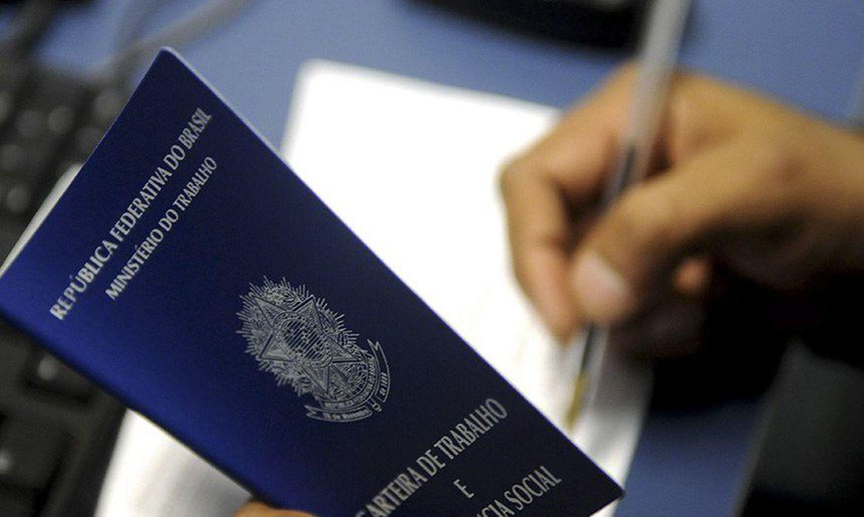 Caged: Brasil cria 120,9 mil empregos com carteira assinada em abril