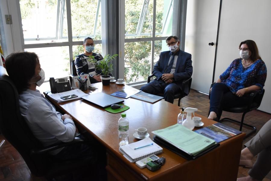 Prefeitura de Cotiporã recebe visita do Reitor da UCS