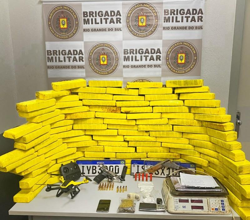 BM prende dupla por tráfico de drogas e porte ilegal de arma em Caxias do Sul