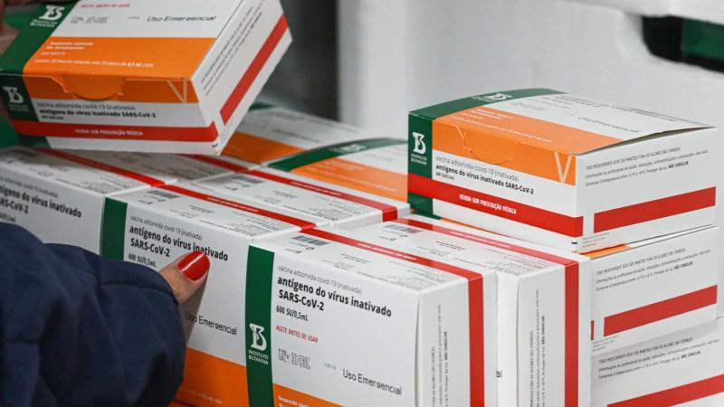 Secretaria da Saúde distribui doses para municípios completarem esquema vacinal da Coronavac