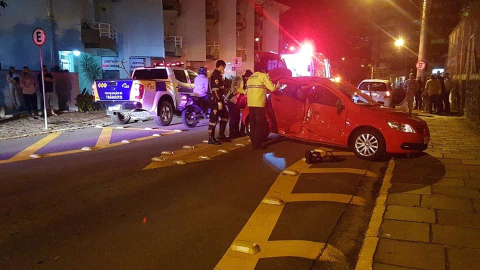 Motorista bate carro e passageiro fica ferido em acidente no São Francisco em Bento