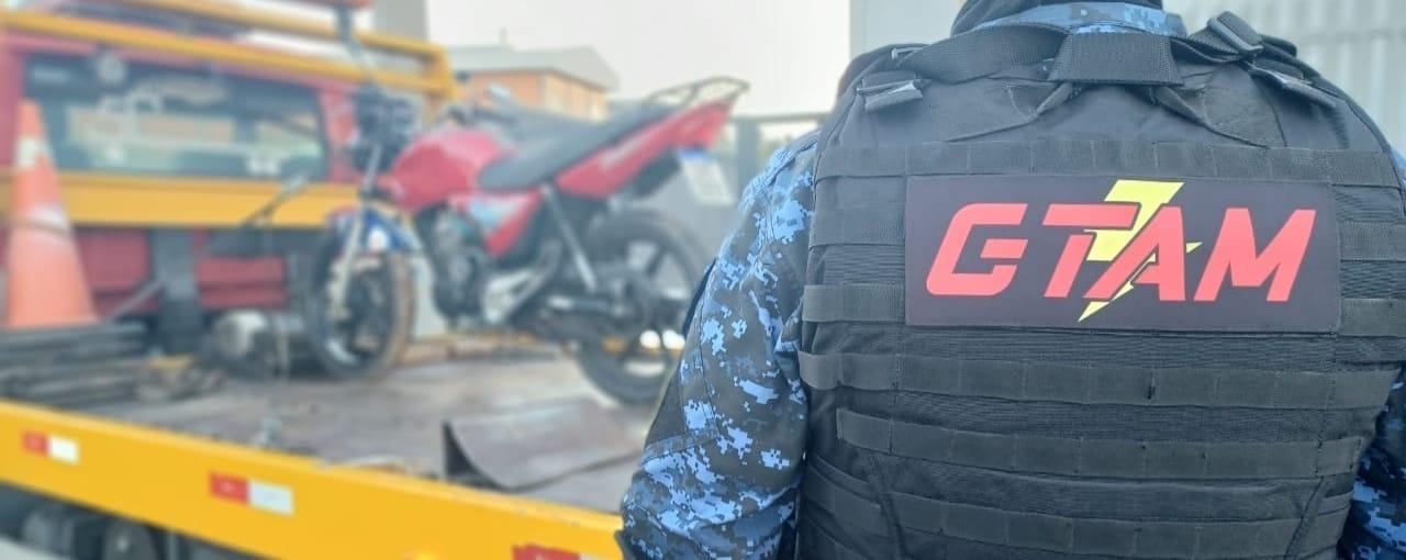 Grupo Tático de Motos da GCM apreende adolescente com motocicleta adulterada em Bento