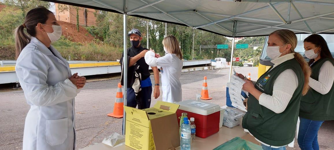 PRF em Bento recebe motoristas profissionais para imunização contra a gripe