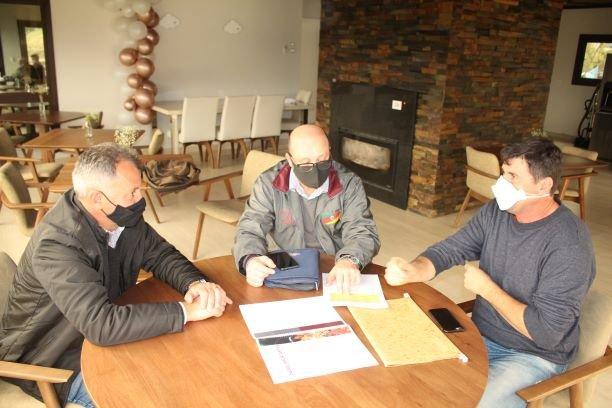 Agricultura estuda realização de projeto de incentivo ao plantio de uvas viníferas em Bento
