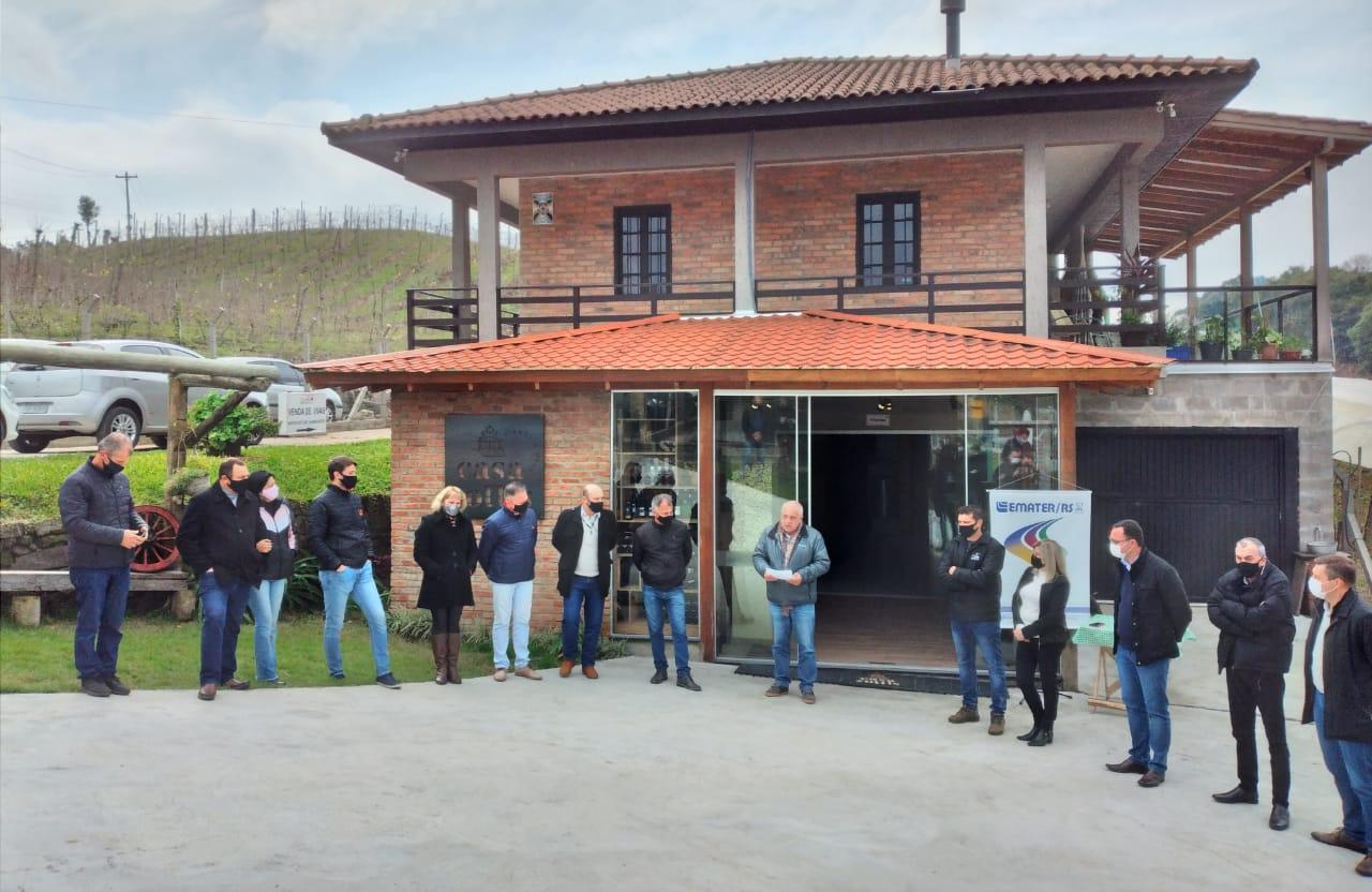 Certificação de Vinho Colonial é entregue a mais duas vinícolas em Bento