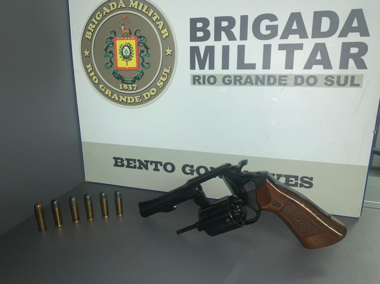 Homem é preso por porte ilegal de arma de fogo no interior de Bento