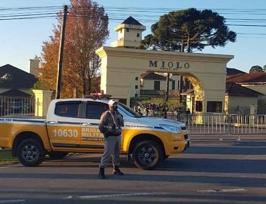 Policiais do 3° BRBM realizam ações em pontos estratégicos durante a visita presidencial na ERS-444 em Bento
