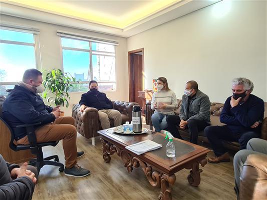 Deputados entregam R$ 1,3 milhão em emendas a municípios da Serra