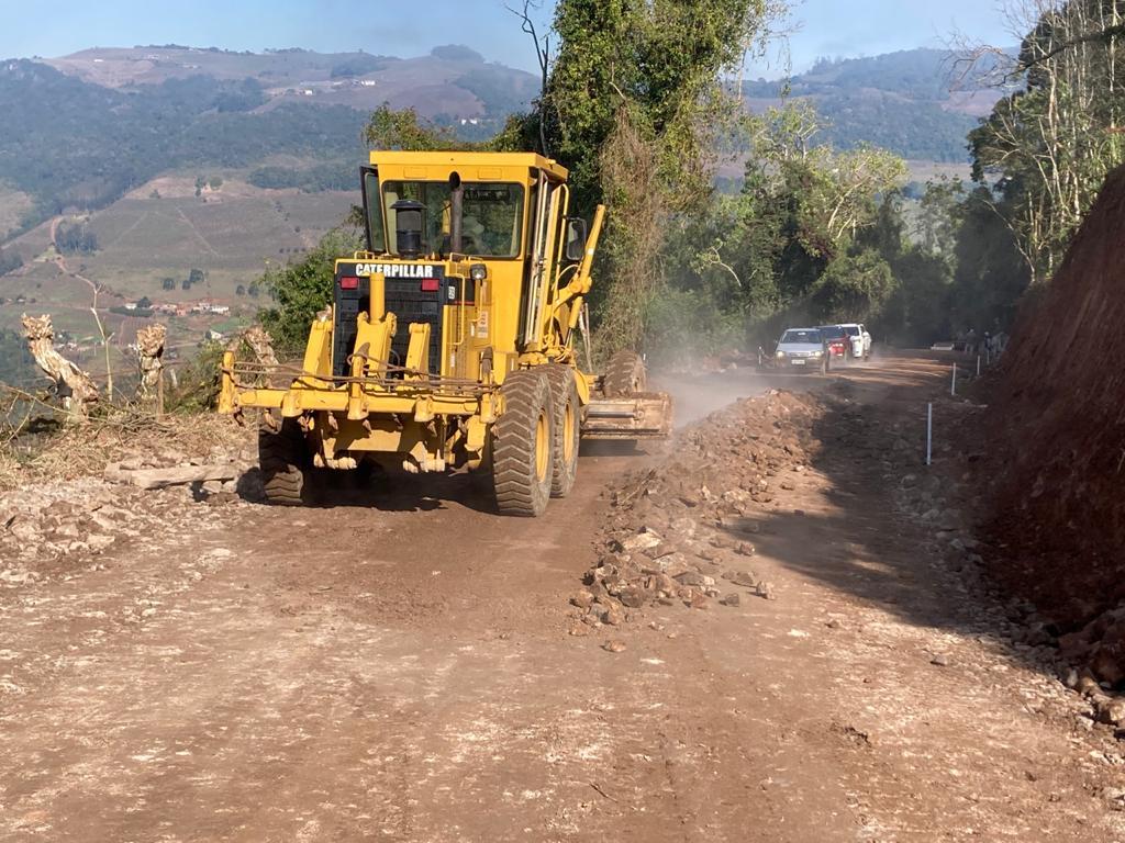Ato marca início das obras de pavimentação do Vale Aurora
