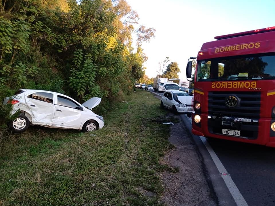 Acidente de trânsito deixa três pessoas feridas na BR-470 em Bento