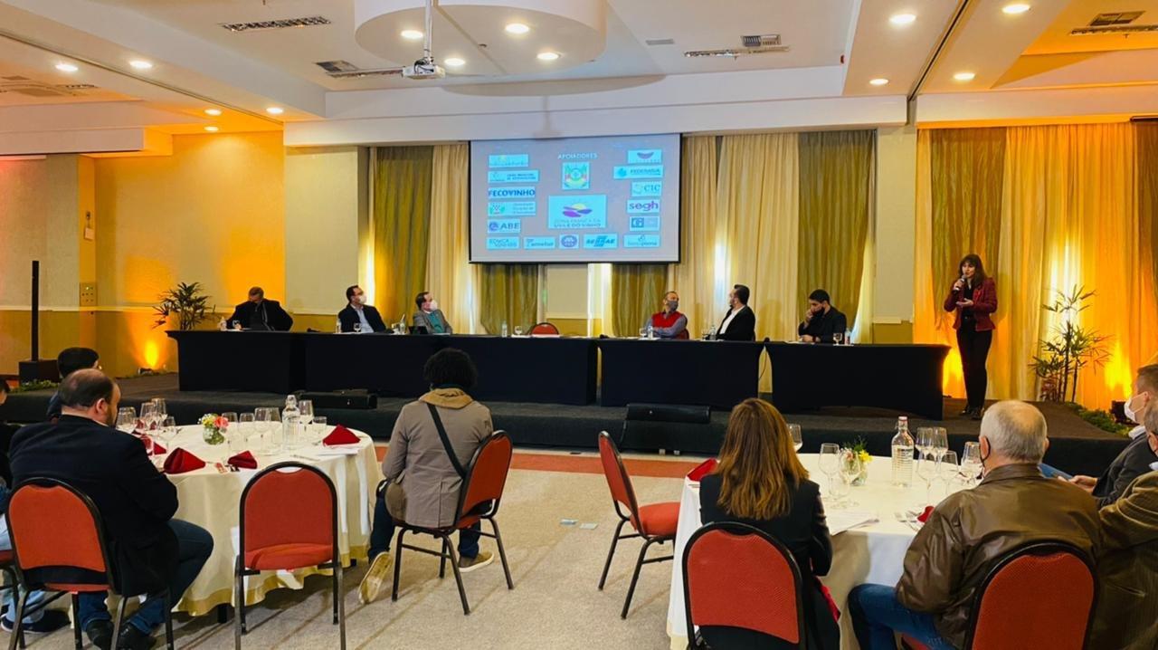 Reunião setorial debate a criação da Zona Franca da Uva e do Vinho